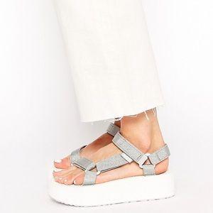 Teva Flatform Silver Universal platform sandals 10